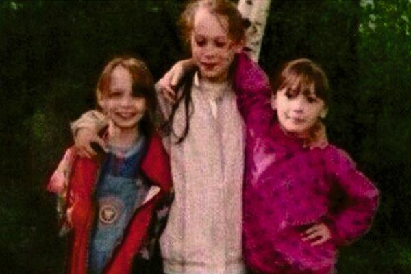 В детстве Настя (на фото справа) была своей в любой компании