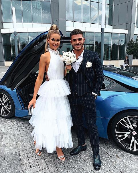 Марина и Рома устроили торжество для двоих: сняли роскошные апартаменты и арендовали спорткар