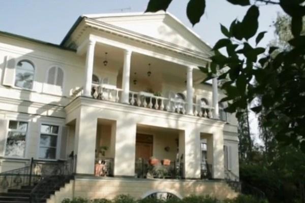 Супруга иногда ночует в загородном доме без Леонида Якубовича