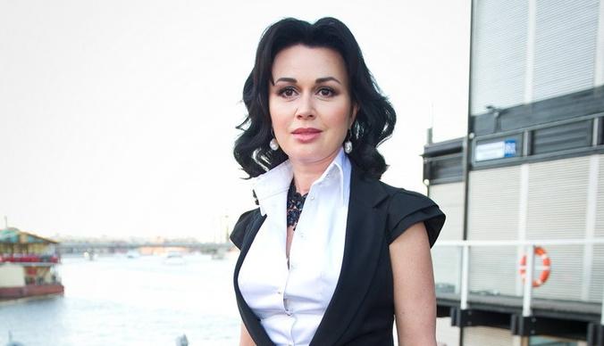 Налоговая выставила Анастасии Заворотнюк счет за долги