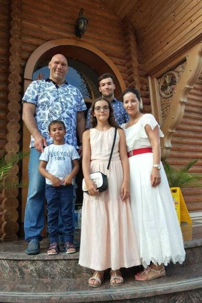 Николай и Галина Валуевы растят троих детей