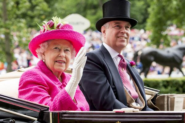 Королева до последнего поддерживала родственника
