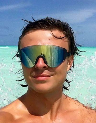 Прохор Шаляпин тестирует новые очки для плавания