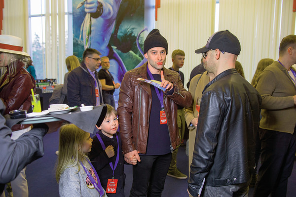 Дмитрий регулярно возит сына за границу, покупает дорогую одежду и всячески балует