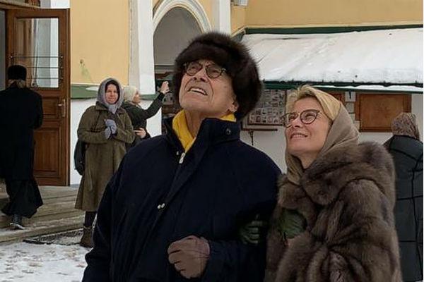 Кончаловский и Высоцкая обвенчались в Пскове