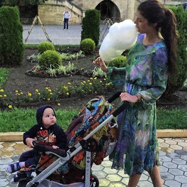 Алиана с сыном прогуливаются по Кисловодску