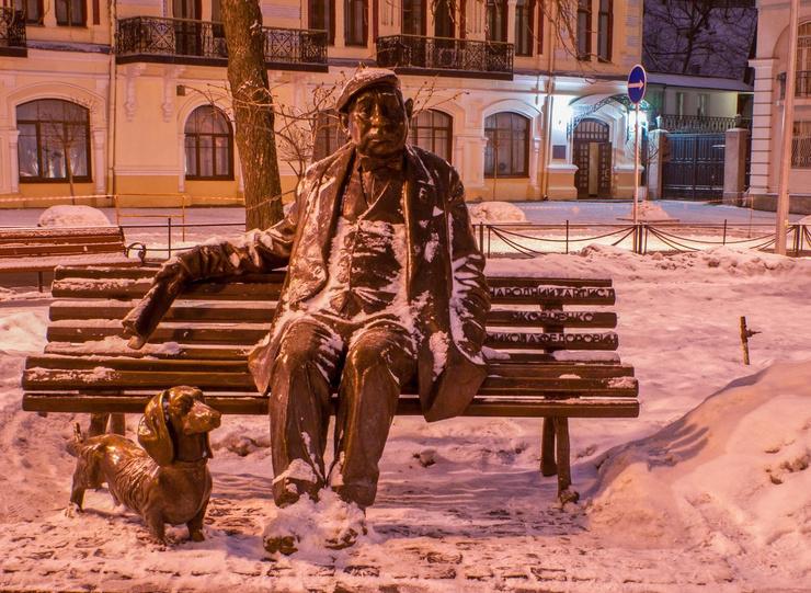 Памятник актеру и его любимой таксе по кличке Фан-Фан