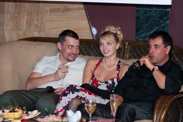 Марина с Дмитрием и Виктором Чайка на ее дне рождения