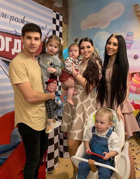 Богдана с днем рождения поздравила Оля Рапунцель с семьей