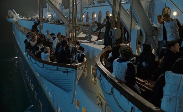 Многих пассажиров спасли шлюпки