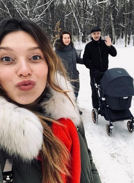Регина Тодоренко с родителями