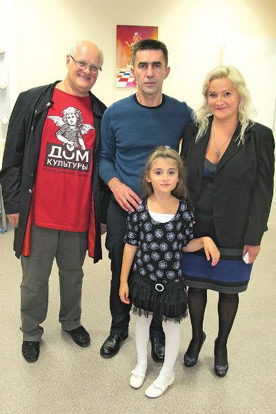 Вячеслав и Олег дружат больше двадцати лет. На фото – с женой Сакмарова Кирой и их дочкой Алиной