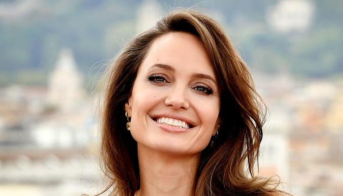 Резко постаревшую Анджелину Джоли перестали узнавать