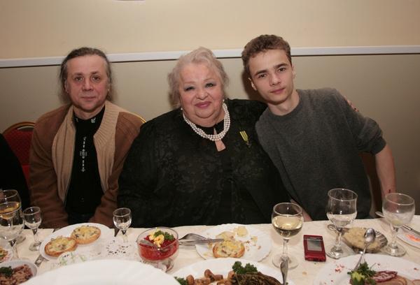Наталья Крачковская оставила все имущество сыну Василию и внуку Володе
