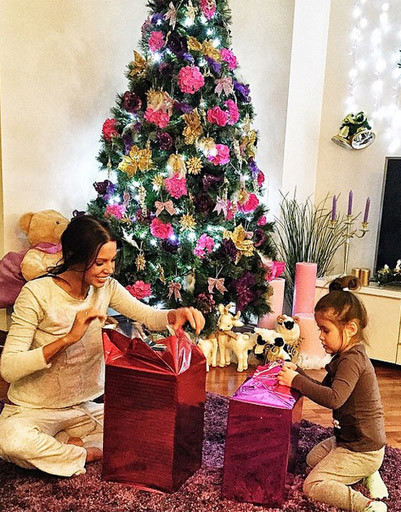 Жена рэпера Джигана Оксана Самойлова с дочерью Ариелой