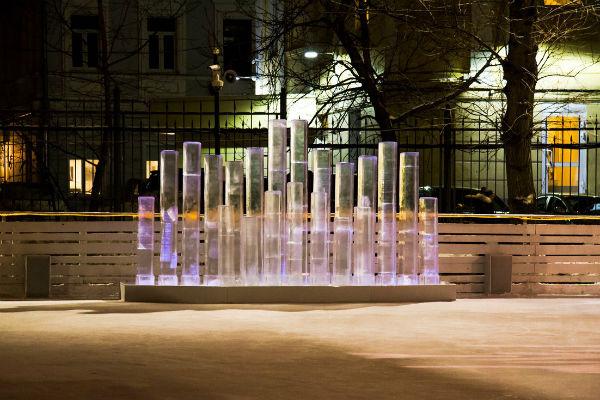 В Саду им. Баумана установили интерактивный арт-объект «Ледяной орган»