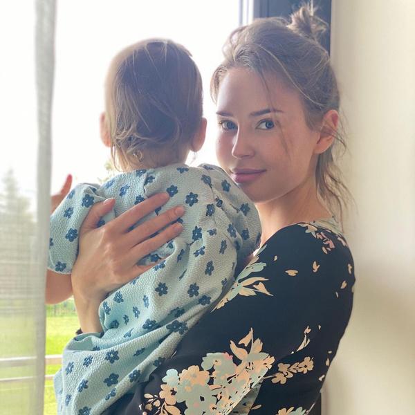 Алена воспитывает маленькую дочь от Эмина