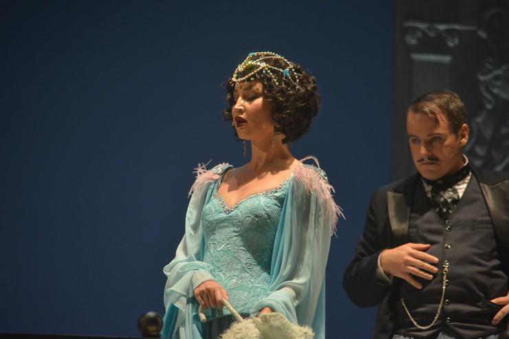 Ольга Бузова на сцене МХАТ