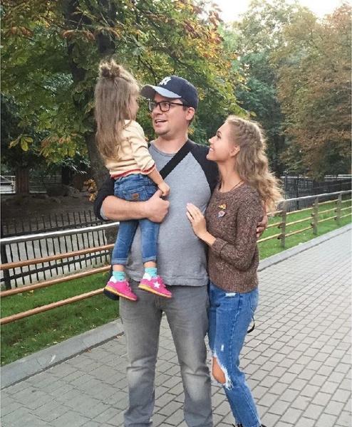 Пара продолжает вместе заботиться о дочери