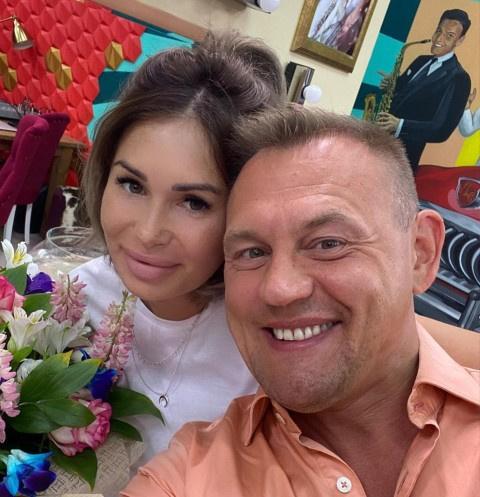 Беременная невеста Степана Меньщикова выбрала свадебное платье