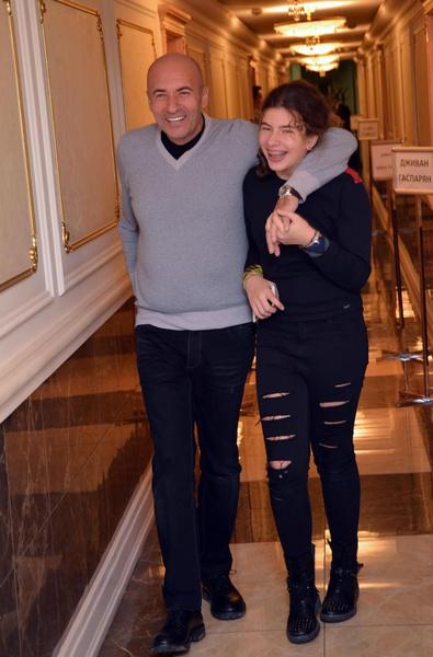 Игорь Крутой с дочерью Сашей на творческом вечере композитора. Москва, 2014 год