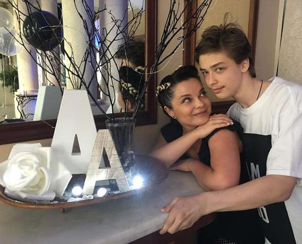 Наталья уверена, что сына ждет большое будущее в сфере финансов