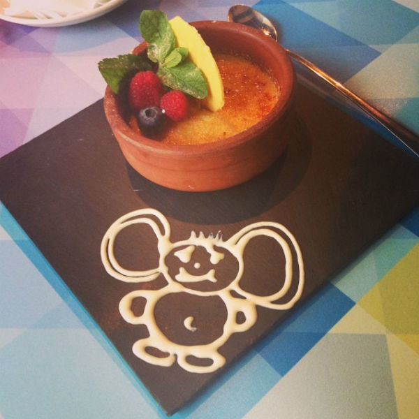 В ресторане мужа певицы десерт могут принести именно в таком виде