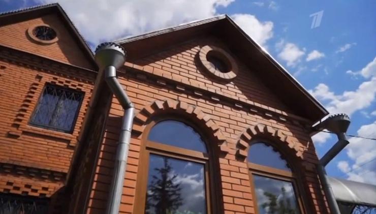 Дом диктора напоминает терем