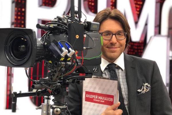 Уже год телеведущий работает над программой «Андрей Малахов. Прямой эфир»