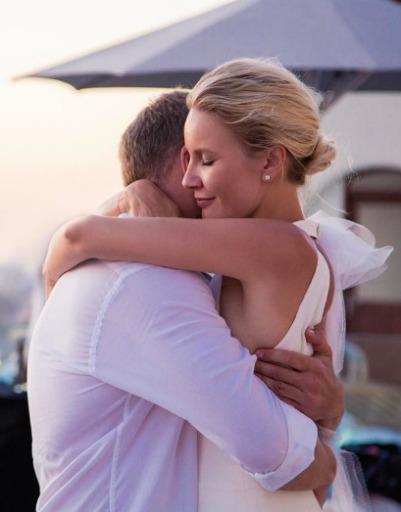 Елена Летучая еще раз вспомнила помолвку и тот счастливый момент, когда она решила связать свою жизнь с Юрием Анашенковым