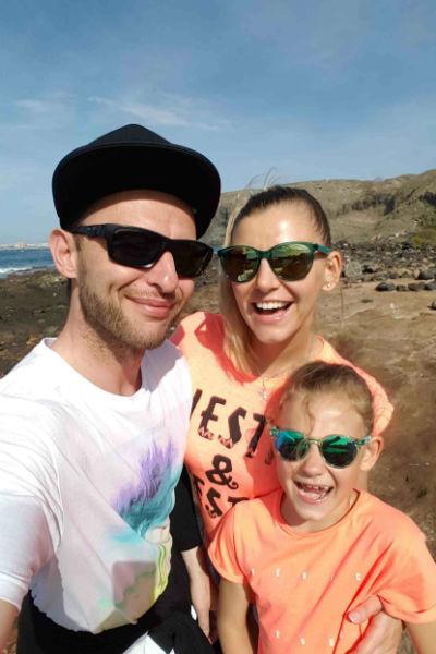 Рома проводил на отдыхе время с семьей