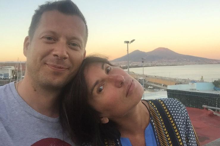 Сейчас журналистка счастлива в браке с Александром Евстигнеевым.