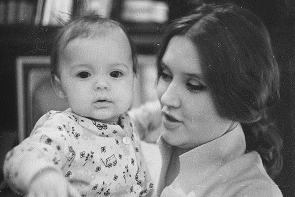 Вскоре после рождения дочери Юли отношения Алентовой и Меньшова дали трещину