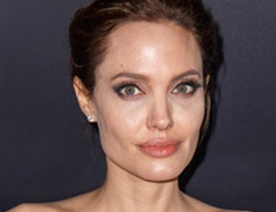 Мать приемной дочери Джоли молит ее о помощи