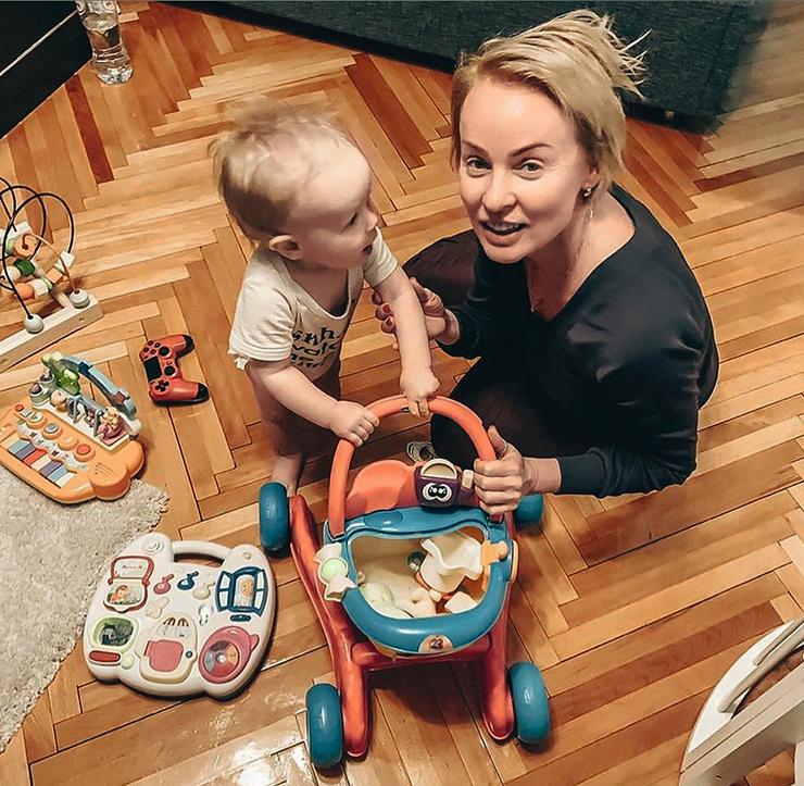 Артистка любит баловать и радовать внука
