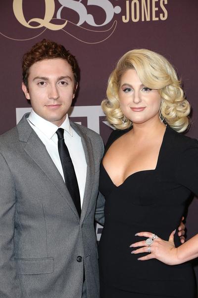 Актер часто выходит в свет с супругой