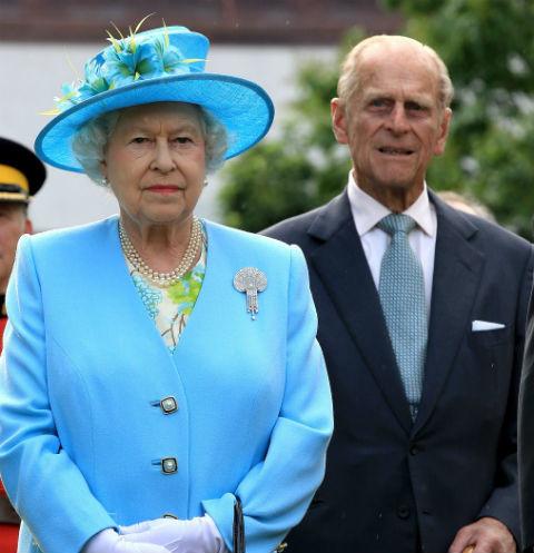 Наперекор традициям: впервые за 70 лет Елизавета II уединится с мужем на новогодние праздники