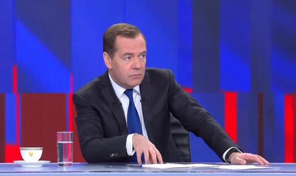 Настя Ивлеева пришла на пресс-конференцию Дмитрия Медведева