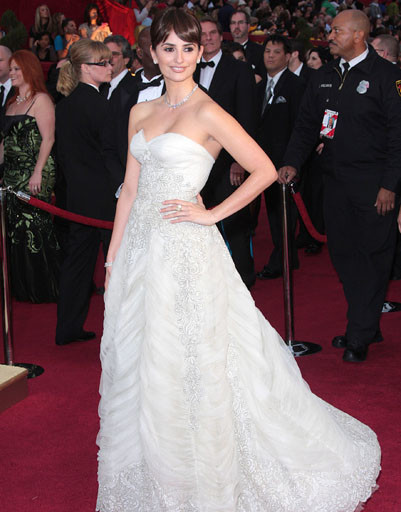 Пенелопа Крус в 2009 году была как невеста в невесомом винтажном чуде