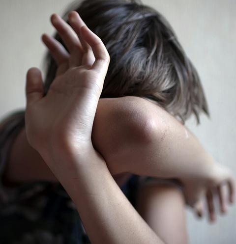 В Мончегорске отчим жестоко издевался над беззащитным ребенком