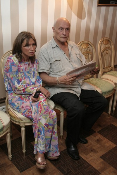 Жена актера совершила самоубийство