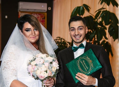 Платье за 400 тысяч рублей и драка за букет невесты: подробности свадьбы Саши Черно и Иосифа Оганесяна