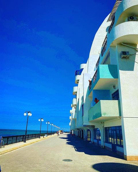 Квартира расположена в жилом комплексе прямо на берегу моря