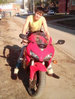 Даже после аварии Александр не отказался от мотоцикла
