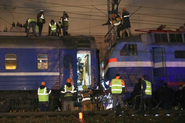 В МЧС сообщили о 12 госпитализированных пассажирах