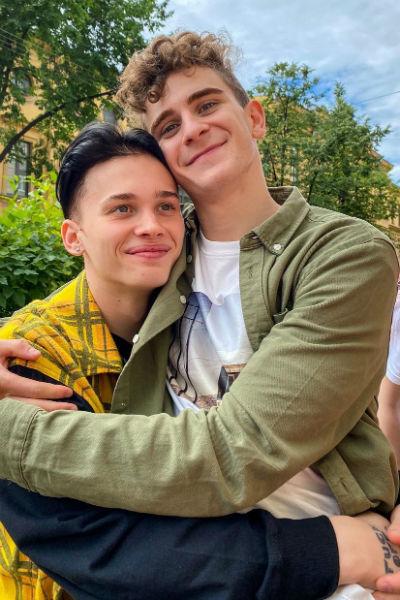 Дания и Артур - хорошие друзья