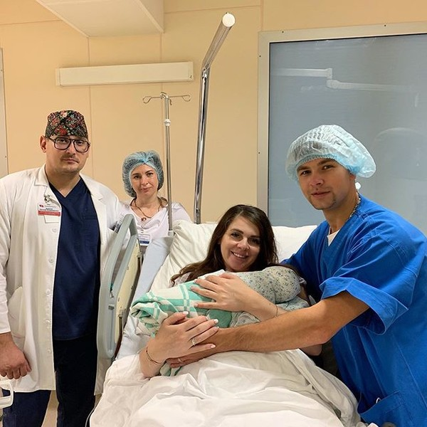 Ольга Рапунцель с новорожденной дочкой