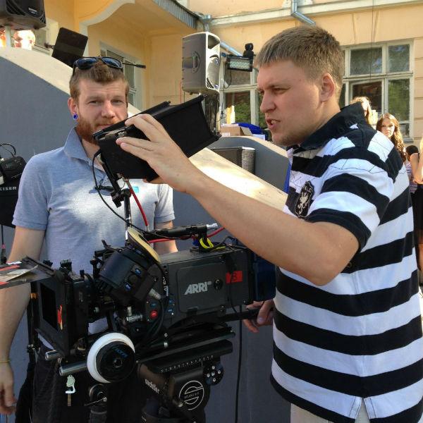 Александр решил сосредоточиться лишь на сценарии и режиссуре