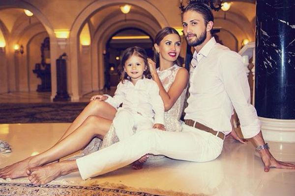 Виктория Боня заявила о расставании с отцом дочери в социальной сети