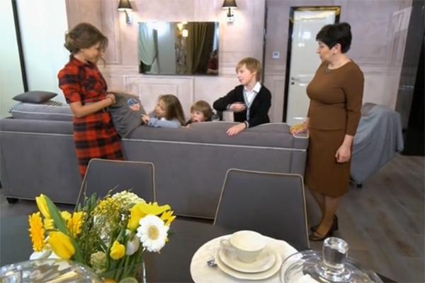 Юлия Барановская и ее дети в восторге от новой гостиной